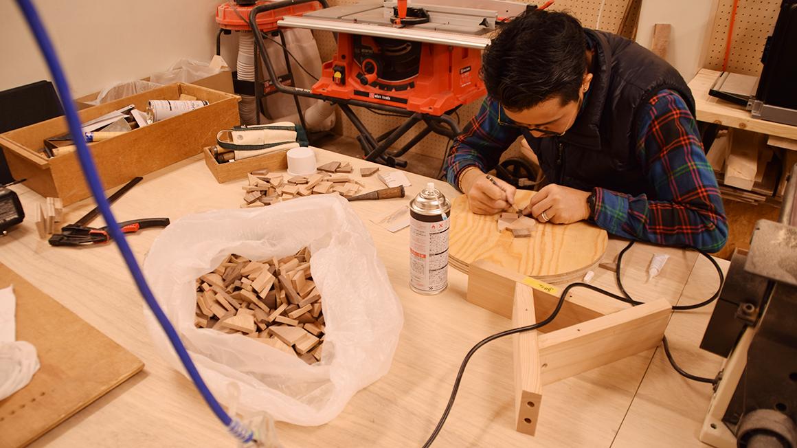 無垢材の端材を使ってスツール作り