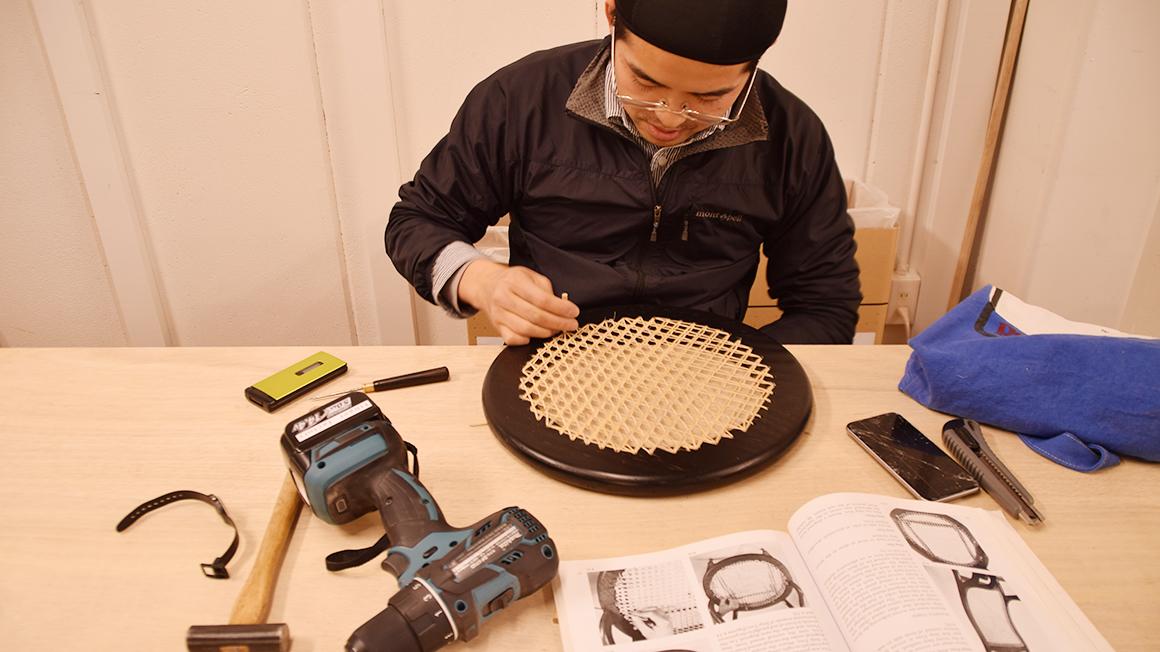 京都のインテリアショップの職人が作るスツール