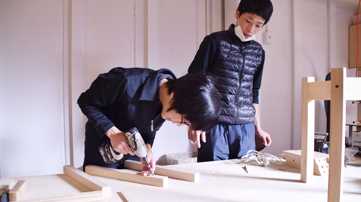 女性でも簡単に作れる木製スツール