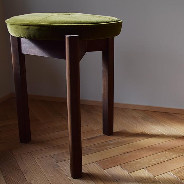 京都の椅子張り職人が手作りしたスツール