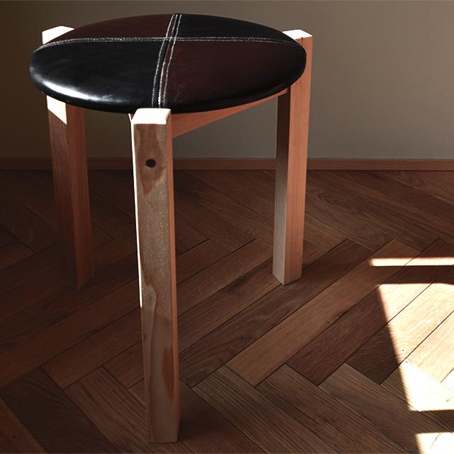京都の椅子張り職人が作ったレザースツール