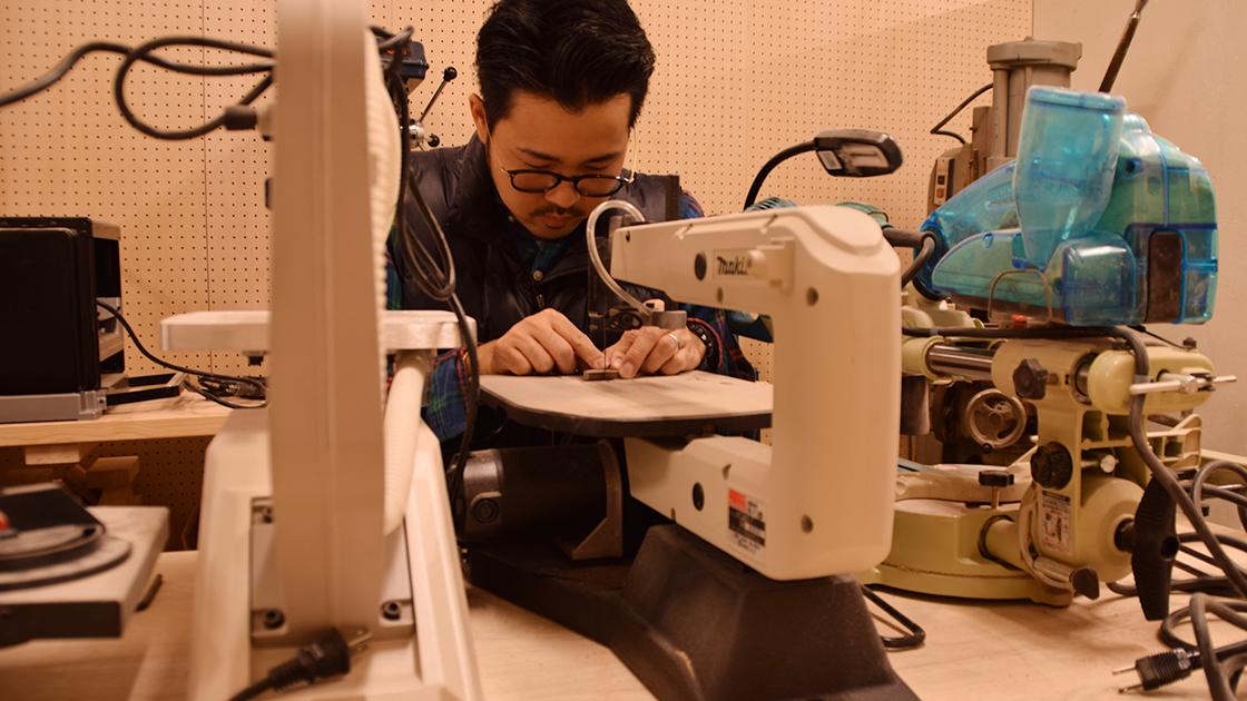 椅子製作で出た端材をカット