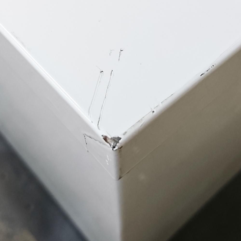キャビネット角の打ち傷補修