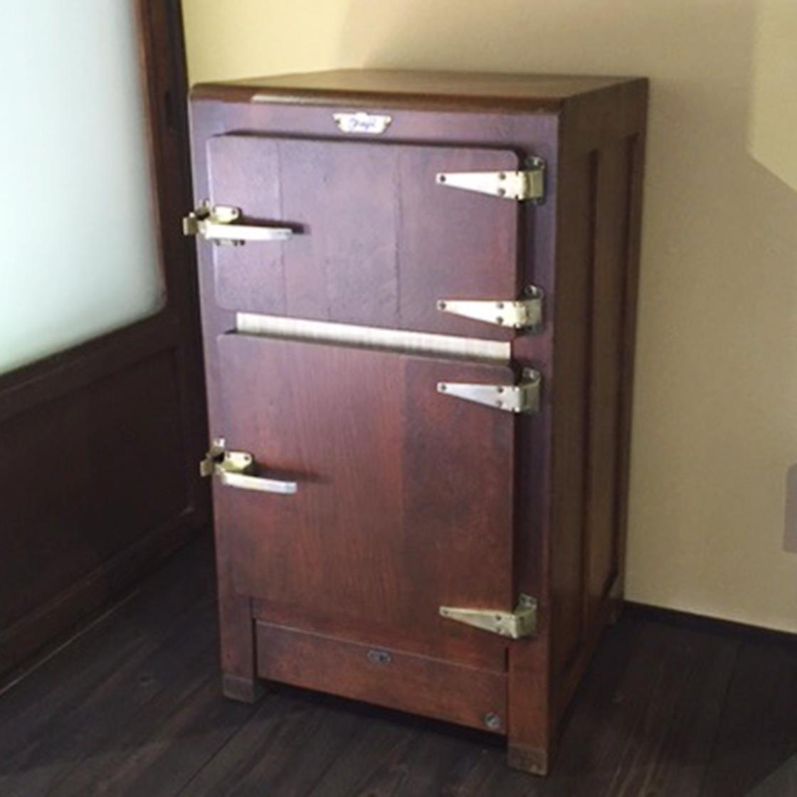 昭和初期木製冷蔵庫の修理
