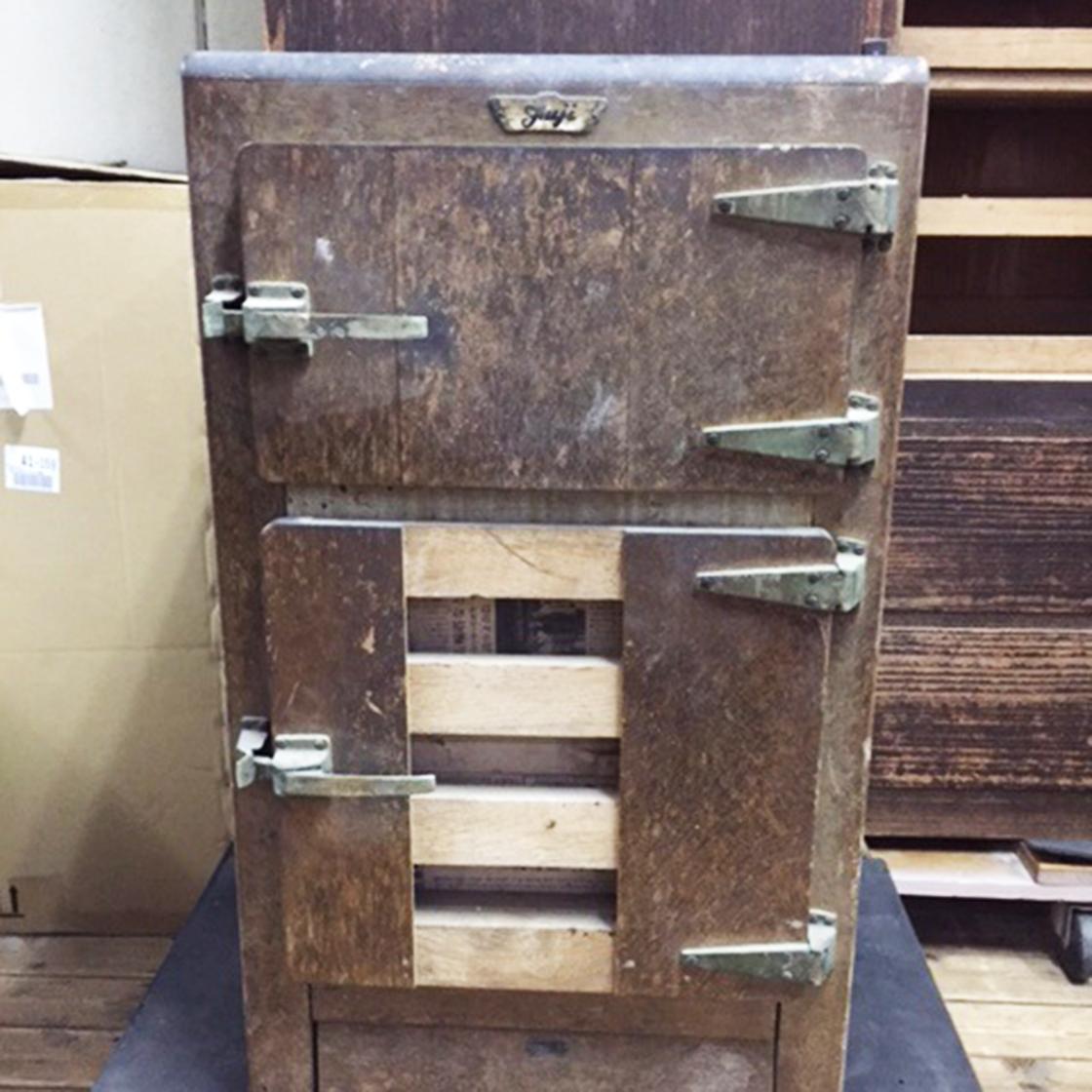 木製氷式冷蔵庫の修理