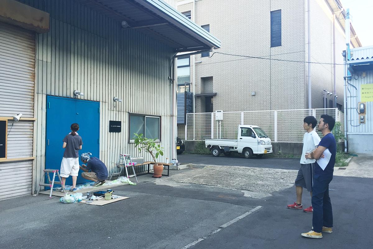 京都家具店フィンガーマークス入口扉塗装