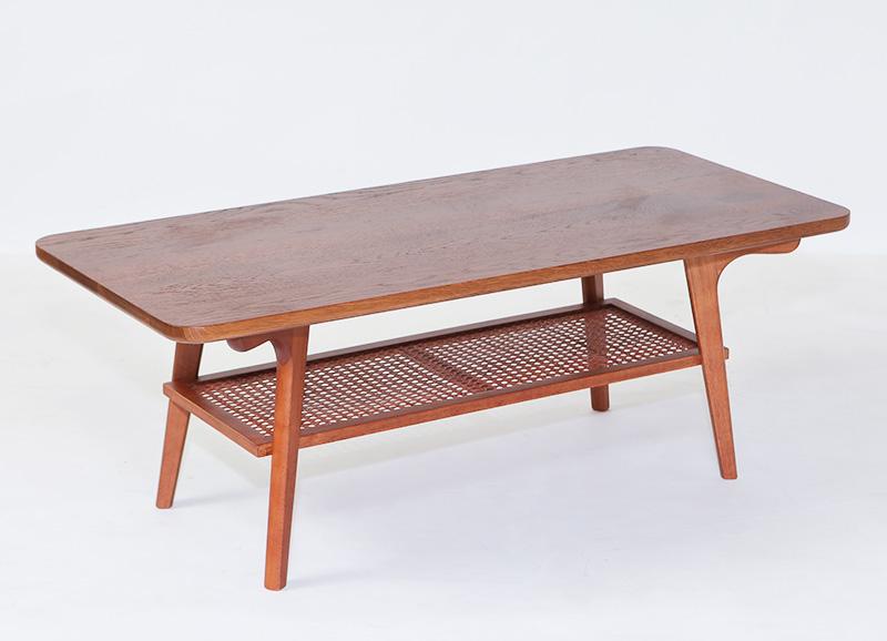 格安コーヒーテーブルを無垢材天板でおしゃれにリメイク