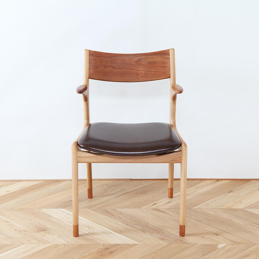 ハーフアーム椅子