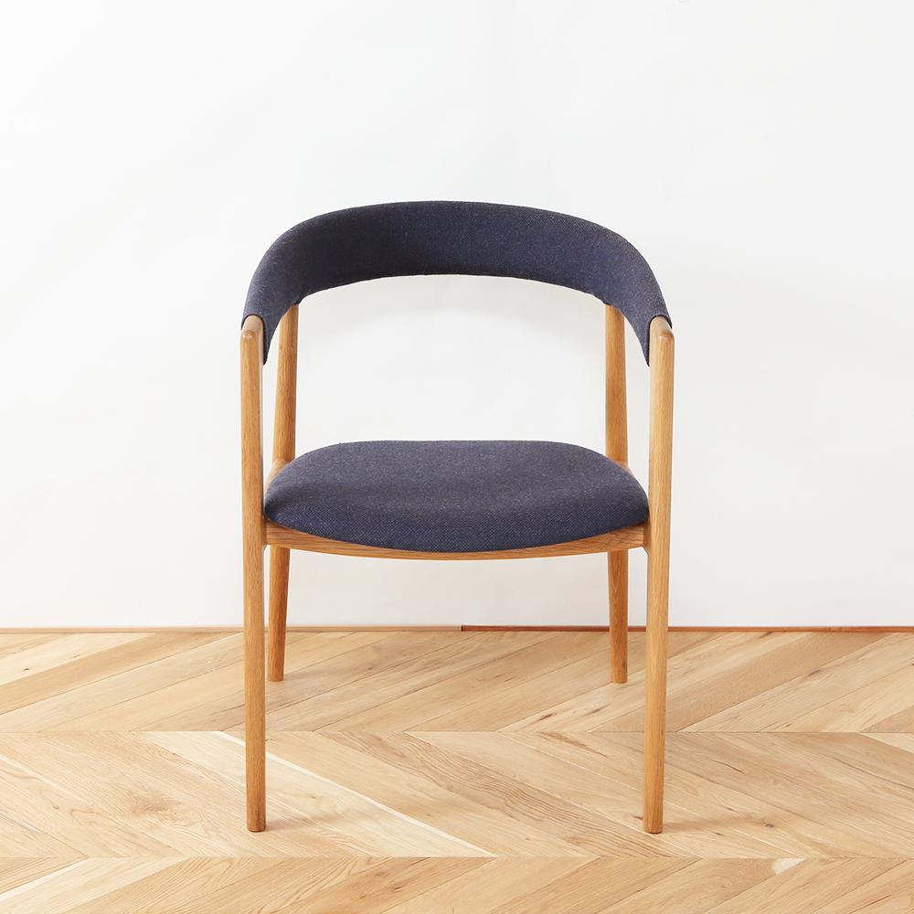 ゆったり座れる北欧デザイン椅子