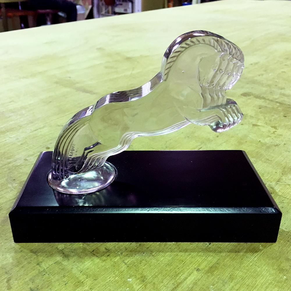 オーダーメイド製作事例_ガラス彫刻の台座を製作しました