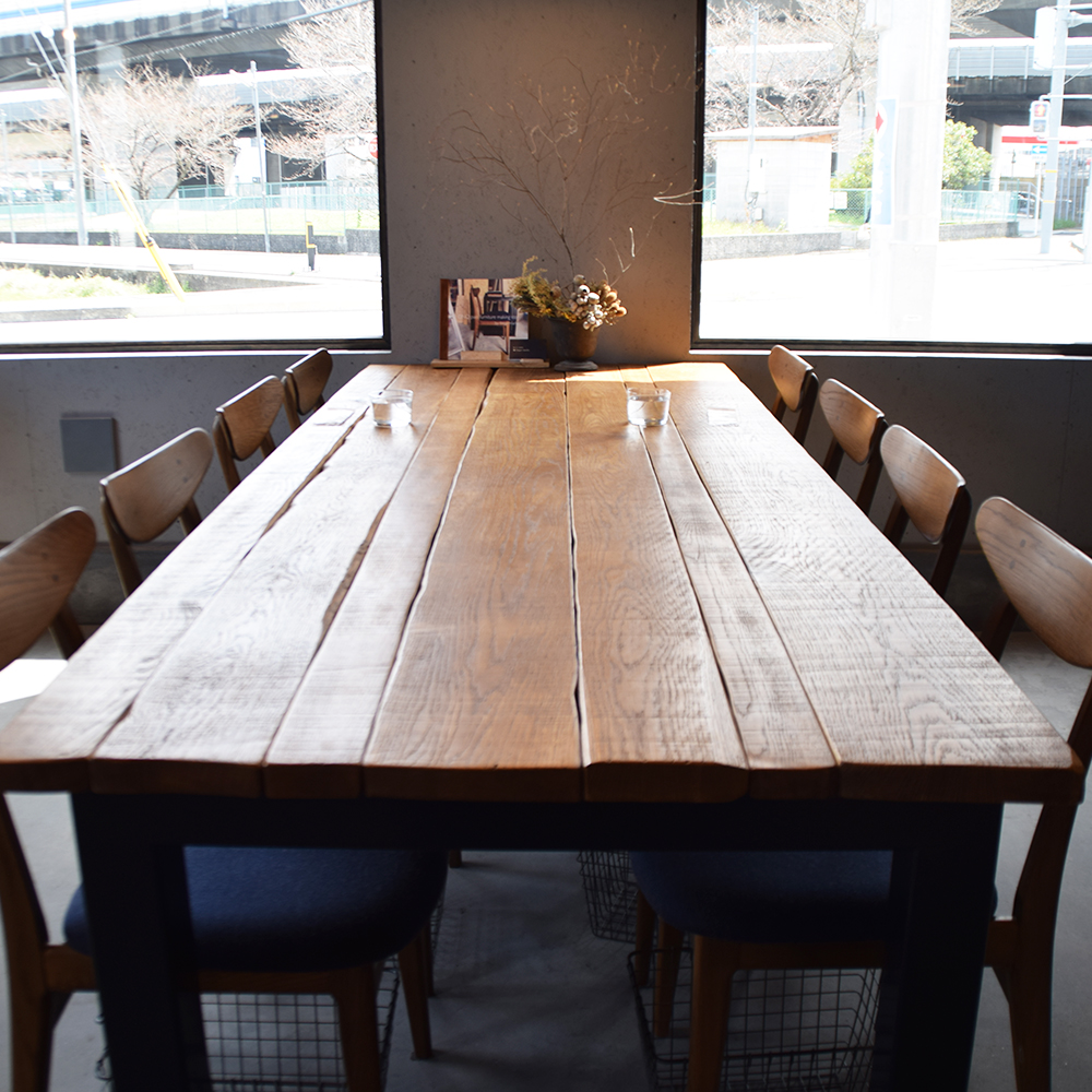 オーダー家具製作事例_カフェのビンテージ風テーブルを製作しました