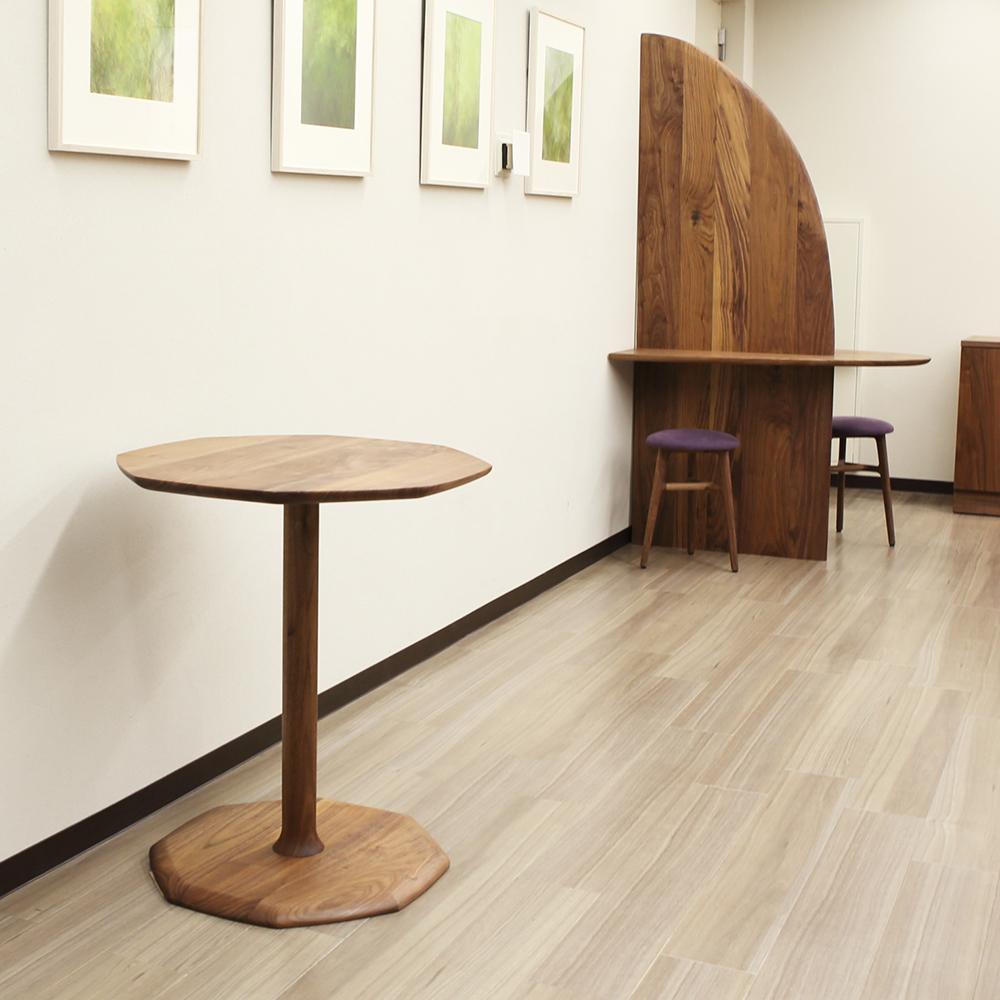 木製の受付台とディスプレイ用テーブルをオーダーメイド製作しました