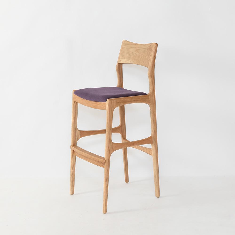 レストランやカフェにおすすめの上質な木製カウンターチェア