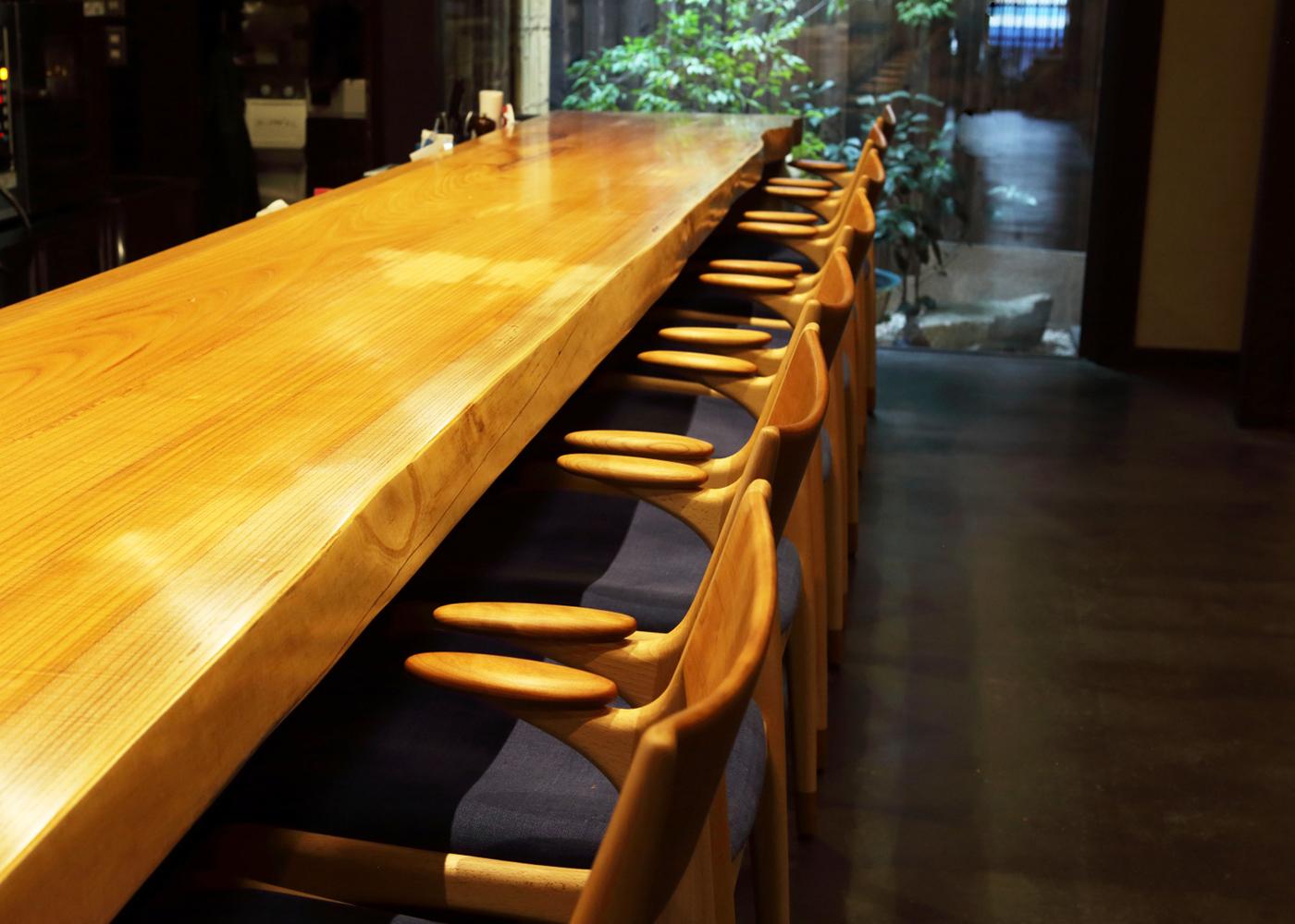 京アポロ食堂宮川町様に家具を納品させていただきました
